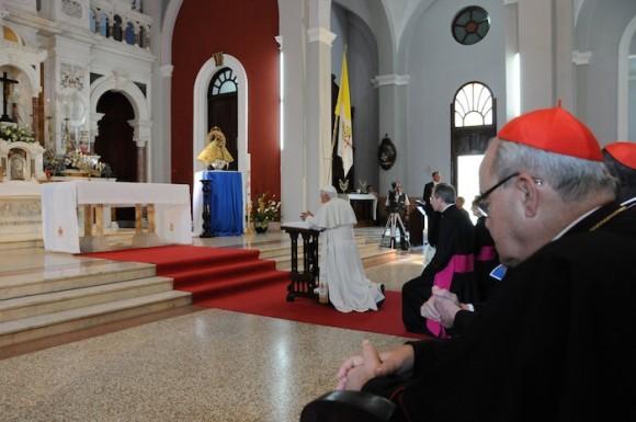 Benedicto XVI visita el Santuario de El Cobre, en Santiago de Cuba. Foto: Juvenal Balán