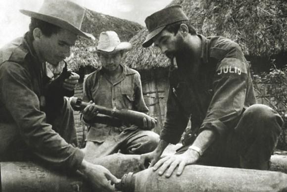 Ramiro Valdés y Camilo Cienfuegos en la Sierra Maestra
