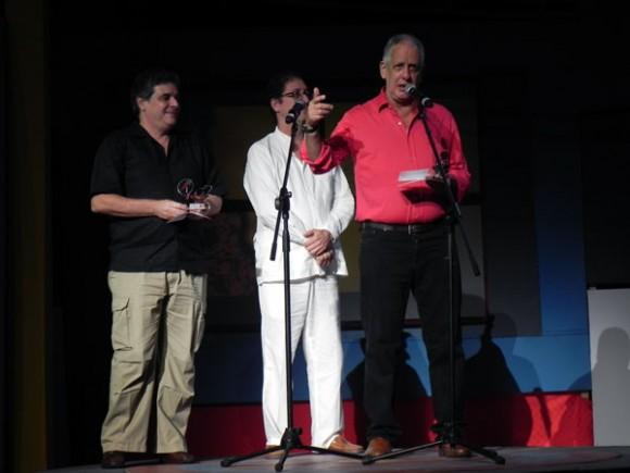 En la categoría Multimedia se alzaron el Guille Vila y Ediciones Cubarte representado por su Director Rafael de la Osa. Foto Marianela Dufflar