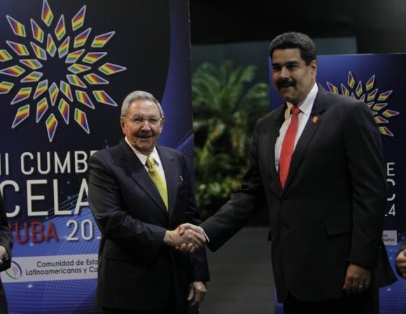 Raúl Castro y Nicolás Maduro, Presidente de Venezuela, en el recibimiento a mandatarios de CELAC. Foto: Ismael Francisco/Cubadebate