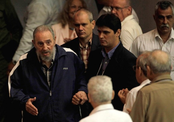 Fidel aparece sorpresivamente en el VI Congreso del PCC, el 19 de abril de 2011.