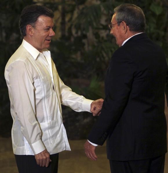 Raúl Castro y Juan Manuel Santos, Presidente de Colombia, en el Palacio de la Revolución. Foto: Ismael Francisco/ Cubadebate