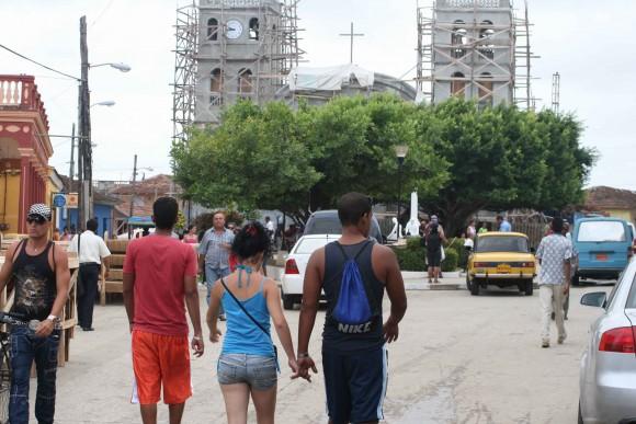 Baracoa ciudad en movimiento. Foto: Jorge Legañoa