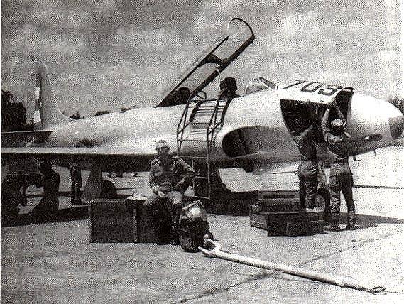 Carreras espera que los técnicos terminen con su avión para salir nuevamente al combate