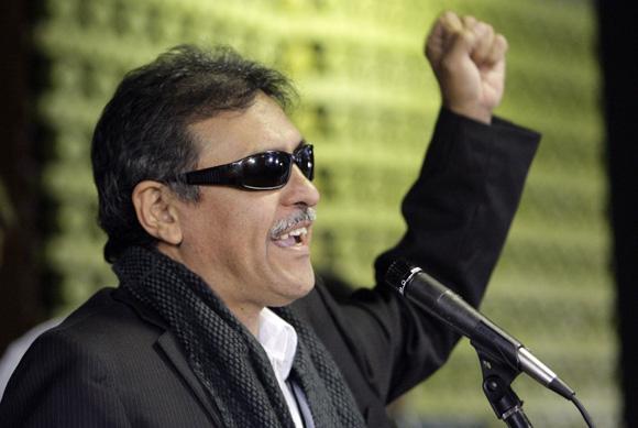 José Santrich, miembro de las FAR, a su llegada al  Palacio de Convenciones de la Habana, Cuba,  para los Dialogos de paz entre las FARC-EP, y el Gobierno de Colombia. Foto: Ismael Francisco/Cubadebate.