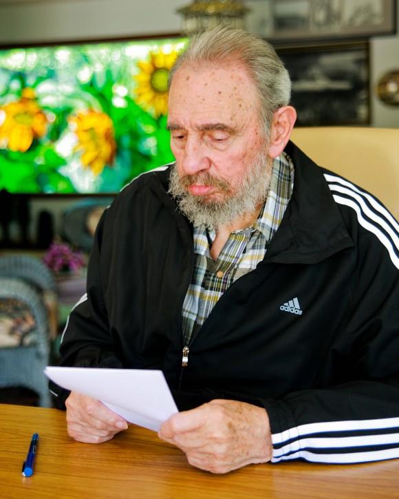 Fidel vota por el nuevo Comité Central del Partido Foto: Alex Castro