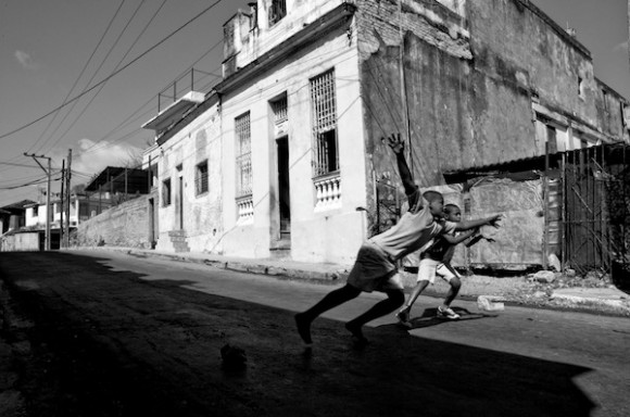 Pelota callejera. Foto: Roberto Chile