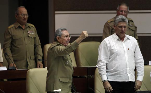 Alfinalizar su discurso el presidente cubano dio vivas a Fidel, y a la revolución. Foto: Ismael Francisco/cubadebate.