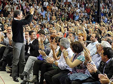 El Pabellón Príncipe Felipe de Murcia, completamente lleno.   Alfonso Durán