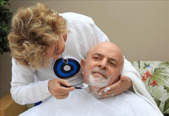 Lula se afeita