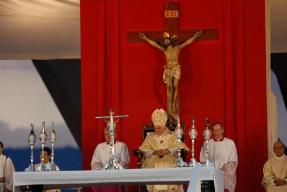 El Papa Benedicto XVI,  oficia la Santa Misa en la Plaza de la Revolución Antonio Maceo, en Santiago de Cuba, el 26 de marzo de 2012.   AIN  FOTO/Juan Pablo CARRERAS/