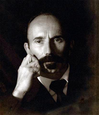 Martí caracterizado por el actor Roberto Albellar. .Foto: Yasser Lezcano